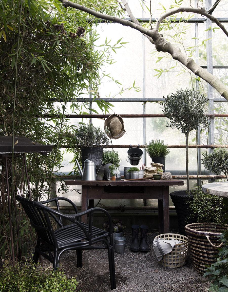 Daniella-Witte_Ikea-Livet-hemma_Planteringsgäldje-i-växthuset