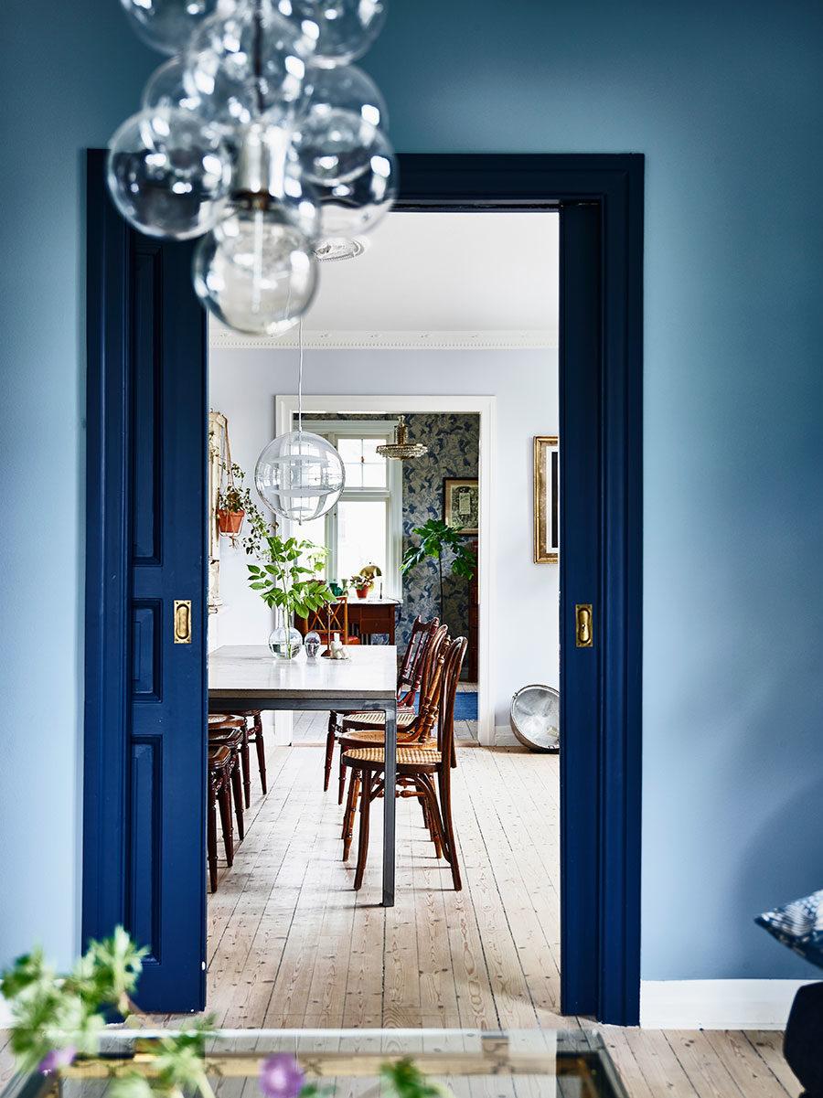 krickelin_blue_wall_door_Foto_Andrea_Papini