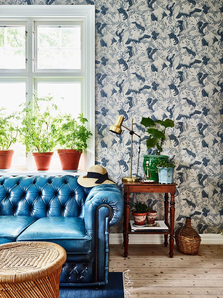 krickelin_tapet_wallpaper_soffa_blue_Foto_Andrea_Papini