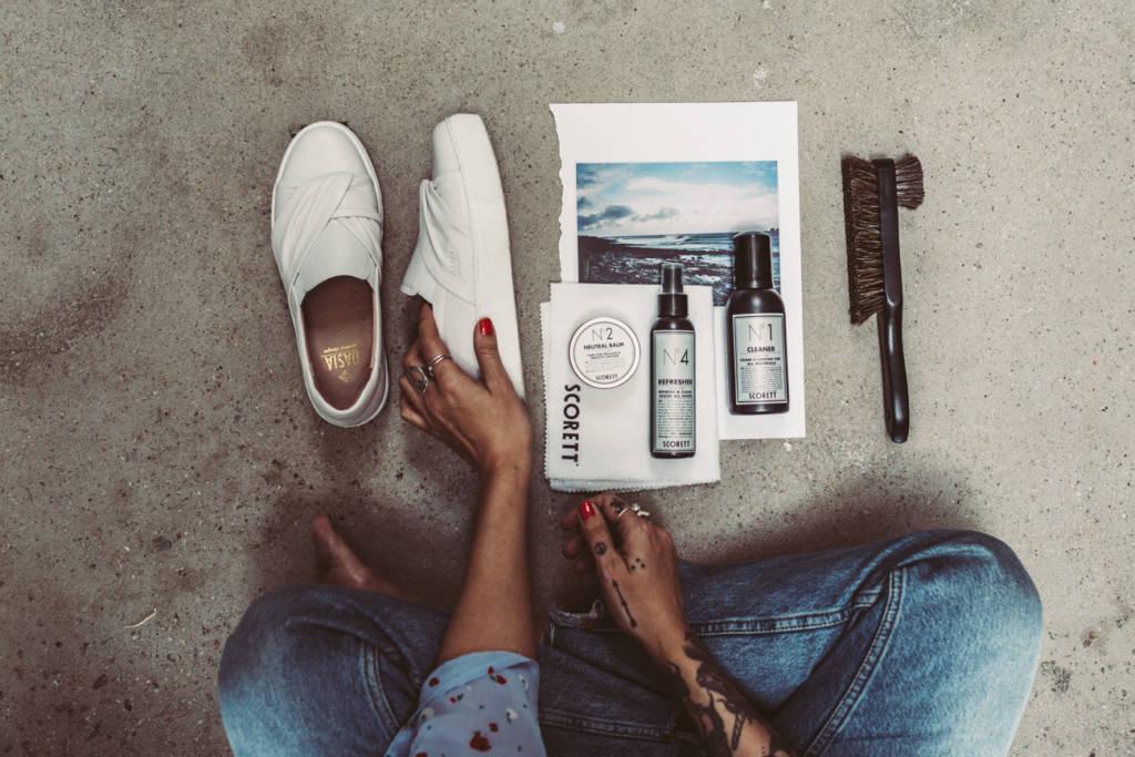 36d09dbb8145 Miranda och jag gick igenom vilka produkter man behöver för att ta hand om  ett par skinnskor. Det första du ska göra när du köpt nya skor är att vårda  och ...