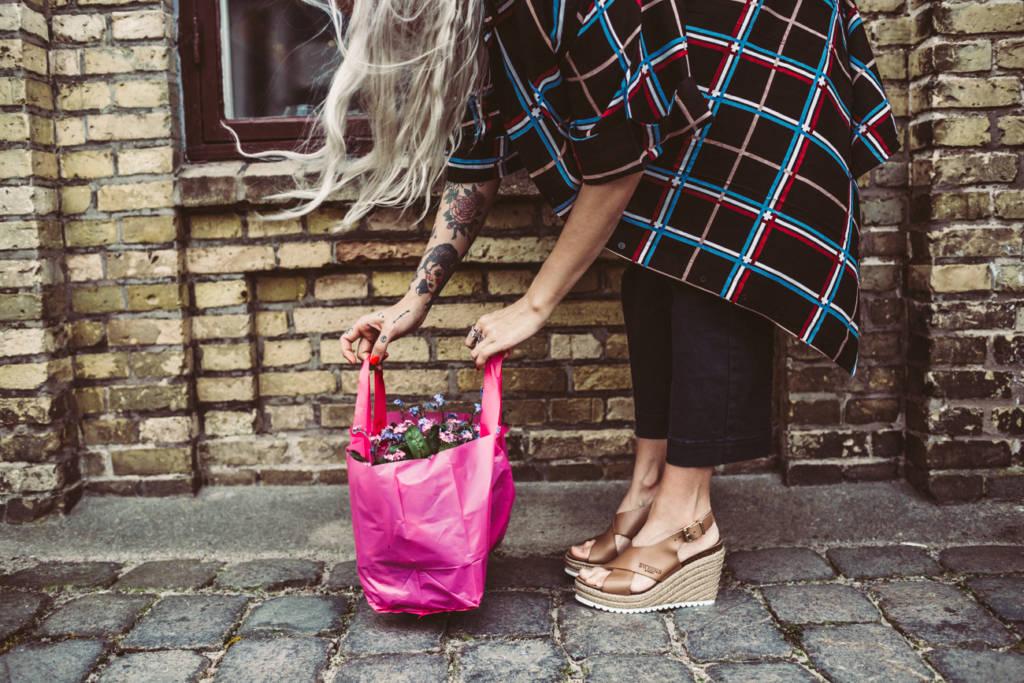 """bb4492896743 Här drömmer jag om att öppna en """"mussellucka"""" i väggen. Världens bästa  snabbmat! Miranda hälsar att dessa skor är väldans sköna och användbara  till vilken ..."""